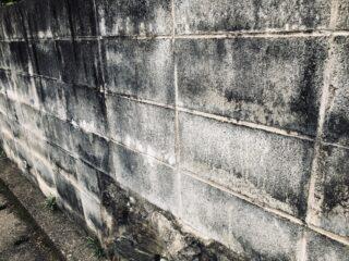 ブロック塀の補強が必要な状態の目安や補強工事の内容を紹介します